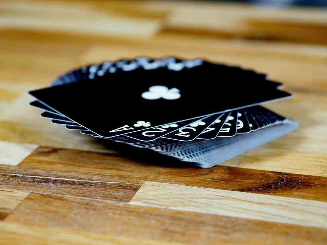 Jeux de cartes mots fléchés